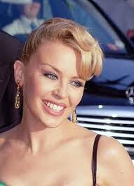 [Persönlichkeiten] Kylie Minogue – ein bisschen Mauerblümchen und viel mehr Explosiv!
